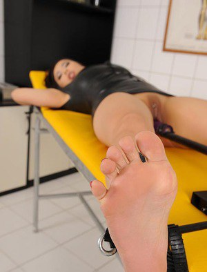 Toes And Pussy Pics